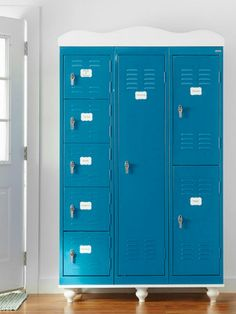 Storage doesn& stop at the locker room. Incorporate metal lockers into your living room, entryway, bedroom, and beyond with these clever decorating ideas. Vintage Lockers, Metal Lockers, Repurposed Lockers, Ikea Lockers, Retro Industrial, Diy Home, Home Decor, Diy Kitchen Storage, Cottage Kitchens
