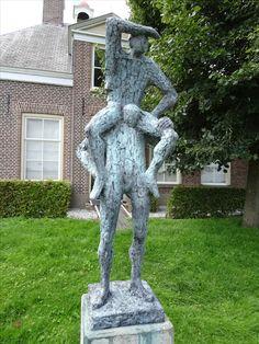 Schokland - Noordoostpolder. Bronzen beeld 'Horizon' van Hans Blank uit 2007 voor de Waterstaatkerk op het voormalige eiland Schokland. Foto: G.J. Koppenaal - 8/8/2016.