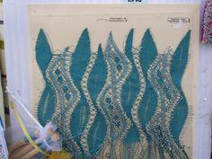 ENCAJERAS DE BOLILLOS DE BENALMÁDENA Art Projects, Projects To Try, Lace Art, Bobbin Lace Patterns, Lacemaking, Lace Jewelry, Needle Lace, Lace Detail, Fiber Art