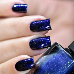 You've found the one. Looking Up is a captivatingly deep midnight blue nail polish that's sure to remind you of a night sky filled with dazzling stars. Precisely formulated with the perfect balance of over-sized holographic pigments and an assortment of gold flakes for, Looking Up is stunning in any lighting conditions. Don't be surprised if you find yourself reaching for this bottle again and again! Fully opaque in 2-3 coats
