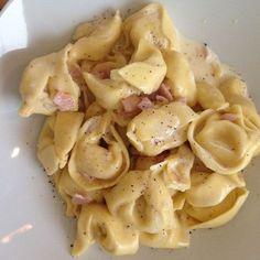 """Dieses """"Blitz-Rezept"""" m. selbstgemachter Käse-Sahne Soße steht dank der frischen Tortellini nach ca. 5 Minuten auf dem Tisch - und man braucht nur 1 Topf! :-)"""