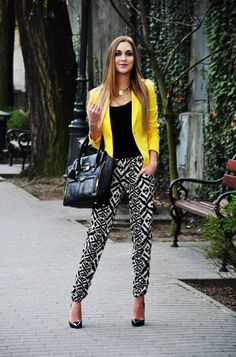 17 Amazing Outfit Ideas with Colored Blazers for Stylish Spring Look. -- soft pants idea: with yellow blazer/cardigan and black top Mode Outfits, Casual Outfits, Fashion Outfits, Womens Fashion, Fashion Trends, Blazer Outfits, Coral Pants Outfit, Yellow Shoes Outfit, Yellow Jacket Outfit