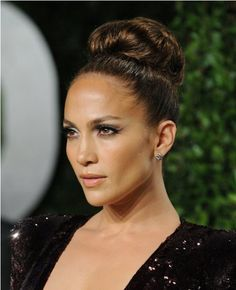 20 glamorous updo hairstyles approved by celebrities Want a light haircut and still look glamorous? Then the hairstyle updo should definitely be listed on the list. It only takes a few seconds to make a . Retro Updo Hairstyles, Layered Bob Hairstyles, Romantic Hairstyles, Celebrity Hairstyles, Wedding Hairstyles, Worst Hairstyles, Glamorous Hairstyles, Popular Hairstyles, Romantic Updo