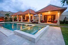 Inspirasi Desain Arsitektur Rumah Bali Modern – Bali dikenal dengan adat dan budayanya yang amat kental. Adat budaya Bali melekat hingga pada desain rumah Bali yang indah, artistik dan menarik. Tak heran, desain rumah Bali banyak menginspirasi orang untuk mendesain rumahnya dengan gaya hunian Bali.