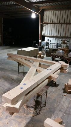 Heavy Timber Truss with Malleable Washers Easy Woodworking Projects, Woodworking Plans, Wood Projects, Woodworking Logo, Woodworking Joints, Woodworking Patterns, Woodworking Furniture, Scissor Truss, Timber Structure
