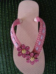 chinelos decorados, bordados, com decoupage chinelos decorados miçangas  eva  pedrarias,cordão de macramê,decoupage  tecido bordado  decorado,trançado