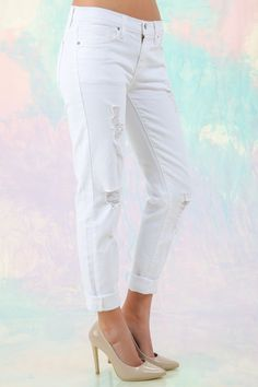 Closet Staple Piece! Must have, white boyfriend jeans! You don't want it, you NEED IT!