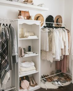 Spring cleaning can be daunting BUT it doesn't have to be! #OnIBTtoday we're sharing our new method - you could say- of cleaning out your closet AND making it fun! Read our how-to via the link in our bio! (Photo of @quentinandco's fab closet by @manifesto_photography)
