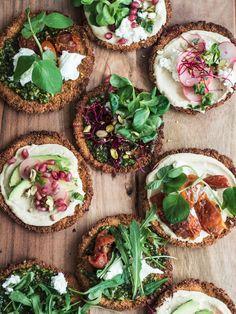 Kikærtepizza – falafelpizza med sprød kikærtebund // Video – Emma Martiny