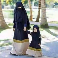 Image in Hijab Style collection by on We Heart It Beautiful Muslim Women, Beautiful Hijab, Hijabi Girl, Girl Hijab, Mother Daughter Fashion, Mother Daughters, Mother Mother, Hijab Style Dress, Hijab Chic