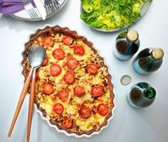 En trevlig tacopaj som du bara måste prova. Förgrädda ditt pajskal och lägg sedan ner den tacosmakande nötfärsröran toppat med halverade körsbärtomater och riven ost. Grädda din paj i ugnen och servera ihop med en krispig sallad.