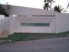 Puerta corredera de uso residencial imitación piedra. Diseño personalizado Murcia, Outdoor Furniture, Outdoor Decor, Outdoor Storage, Garage Doors, Home Decor, Sliding Door, Decoration Home, Room Decor