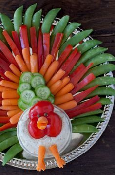 50 Festive Thanksgiving Appetizers Get your Thanksgiving dinner started off right with these festive and flavorful Thanksgiving appeti Thanksgiving Vegetables, Healthy Thanksgiving Recipes, Thanksgiving Appetizers, Thanksgiving Feast, Christmas Appetizers, Holiday Recipes, Thanksgiving Centerpieces, Fruit Appetizers, Appetizer Party