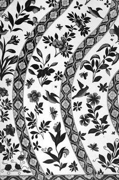 Ornement décoratif de #couleur #noire provenant des #collections du Victoria and Albert Museum, souvent abrégé « V&A », fondé en 1852 à Londres, dans le quartier de South Kensington. Il abrite l'une des #collections d'art #chinois les plus complètes et les plus importantes au monde #numelyo #color #museum #musée #décoration #motif #flore #entrelacs