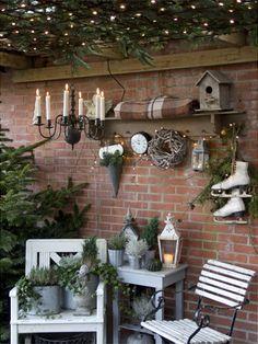 Ryk julehyggen udendørs og præsenter dine gæster og forbipasserende for den yndigste have iført julens klæder.