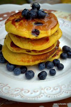 Pancakes cu banane si afine - Lucky Cake