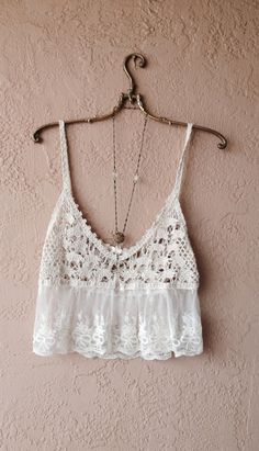 Image of Millau for Anthropologie Coachella Romantic sheer lace and crochet crop camisole for beach days Boho Beach Style, Hippie Style, Crochet Crop Top, Crochet Bikini, Casual Outfits, Cute Outfits, Diy Clothes Refashion, Diy Clothes Videos, Crochet Fashion