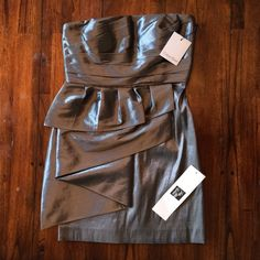 Grab your dancing shoes and clutch! Sexy little bit here! Good structure makes it an easy, flattering wear.  Has some boning in the bodice area for support so a bra could be optional.  Never worn. Calvin Klein Dresses Mini