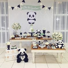 Lindo chá de bebê com o tema Panda! Panda Themed Party, Panda Birthday Party, Panda Party, Panda Baby Showers, Elephant Baby Showers, Birthday Party Decorations, Party Themes, Theme Bapteme, Panda Decorations