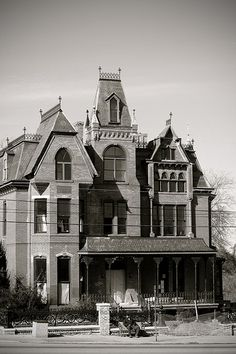 Ghost House, Spooky House, Spooky Places, Haunted Places, Old Mansions, Abandoned Mansions, Old Buildings, Abandoned Buildings, Abandoned Castles