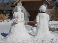 Winter Wedding Ideas_snowmen_bride_and_groom_decoration Snowman Quotes, Funny Snowman, Snow Much Fun, Winter Love, Winter Kids, Winter Snow, Snowmen Pictures, Decoration Entree, Snow Wedding