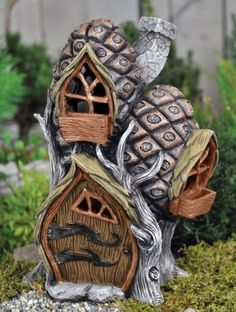 Fairy Pine Cone Cottage for your Miniature Fairy Garden