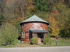 Tiny cylindrical house in Haydenville, Ohio