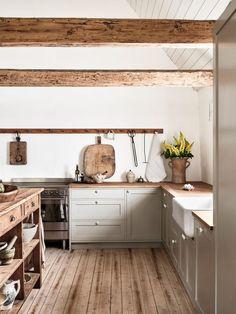 Modern Farmhouse Kitchens, Farmhouse Kitchen Decor, Home Kitchens, Farmhouse Style, Farmhouse Renovation, Small Kitchens, Country Style, Farmhouse Sinks, Country Kitchens