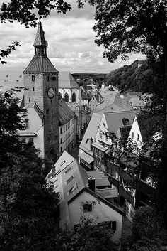 Landsberg am Lech / The old town of Landsberg on the Lech lies with its old city walls, gates and picturesque gabled houses on the right bank of the Lech. I like it.