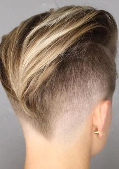Have no new ideas about pixie hair styling? Find out the latest and trendy pixie hairstyles and haircuts in Check out the ideas at TheRightHairstyles. Undercut Hairstyles Women, Pixie Hairstyles, Cool Hairstyles, Shaved Hairstyles, Undercut Pixie Haircut, Tomboy Hairstyles, Hairdos, Pink Haircut, Natural Hair Styles
