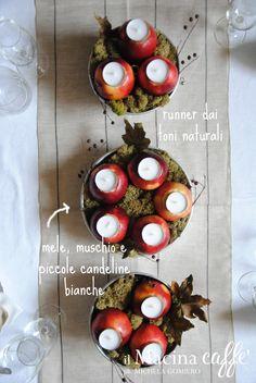 #Vogliadi #Natale - Centrotavola con mele e stampi da budino http://ilmacinacaffe.blogspot.it/2014/12/un-natale-nella-foresta-incantata.html