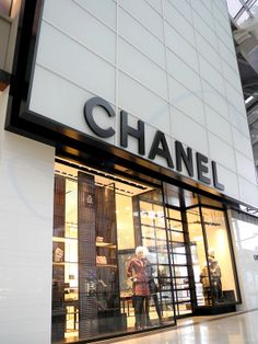 Chanel Escaparate Window Shopping Singapore 2014