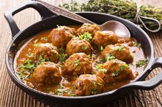 The recipe for meatballs in sauce is a classic of our cuisine and with a little Receta práctica video receta Jamie's Recipes, Dinner Recipes, Cooking Recipes, Meatball Sauce, Meatball Recipes, Stew, Entrees, Easy, Favorite Recipes