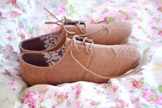 Brown OxFORDS | <3!  shame the girl doesn't say the brand or where  she got them.