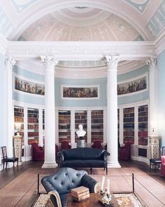 Happy 2017! Time to set some new goals for this year. And after visiting Kenwood House today Im adding this library to my list