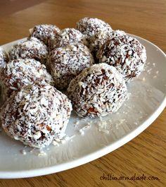 Chocolate coconut balls Coconut Balls, Best Christmas Recipes, Christmas Baking, Christmas Fun, How Sweet Eats, Food Gifts, Sweet Treats, Yummy Food, Snacks
