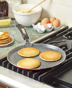 Make the perfect pancake and more on your stovetop with this Marble Finish Griddle Pan. Its nonstick marble inner coating makes cooking meats, fish, eggs and mo