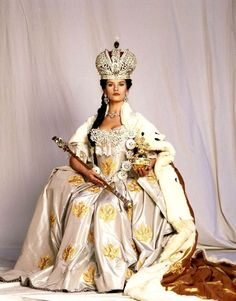 Catherine Zeta Jones as Catherine II - Catherine the Great stills Catherine Zeta Jones, Catalina La Grande, Vintage Outfits, Rococo Fashion, Catherine The Great, Russian Fashion, Movie Costumes, Swansea, Historical Costume