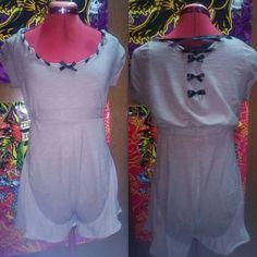 Tutina con pantaloncino, ricavata da un vestito sformato a maniche lunghe.