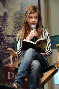 Georgie reading as Lucy! Would love to hear all 4 of them read of LWW Susan Pevensie, Lucy Pevensie, Peter Pevensie, Edmund Pevensie, Narnia Cast, Narnia 3, Cair Paravel, Star Rain, Film Trilogies