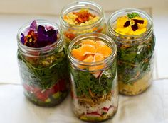 salad-in-a-jar = brilliant idea for a picnic lunch    #salad  #picnic  #lunch
