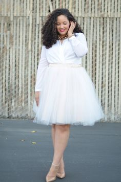 Looking for something perfect to wear on your next night on the town? Look Curvy, Confident, Sexy and Fabulous with Nearly Naked's Curvy Fashion Fab Finds. White Fashion, Curvy Fashion, Plus Size Fashion, Mode Outfits, Skirt Outfits, Fashion Outfits, Look Plus Size, Curvy Plus Size, Before Wedding