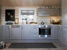 Kjøkken hytte KITCHEN: The cottage got here with a regular kitchen from Sigdal, which the household Kitchen Triangle, Sauna Design, Cabin Design, Log Cabin Living, Log Home Kitchens, Chalet Interior, Best Kitchen Designs, Kitchen Ideas, Cabin Interiors