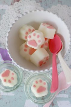 Sherbet Paw Pads (in Japanese)