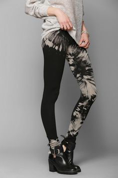 One leg solid-other tie dye tights, paired with black boots and a sweater. Cute fall outfit with a touch of a summer pattern from the tie dye. Bleached Leggings, Tie Dye Leggings, Black Leggings, Tye Dye, Bleach Tie Dye, Bleach Dye Shirts, Bleach Clothes, Shibori, Fashion Clothes