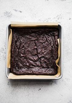 Easy sweet potato brownies made with 5 ingredients for a decadent, healthier brownie. Cake Order Forms, Vegan Baking, Vegan Food, Vegan Recipes, Sweet Potato Brownies, Chocolate World, Healthy Brownies, Healthy Appetizers, Vegan Gluten Free