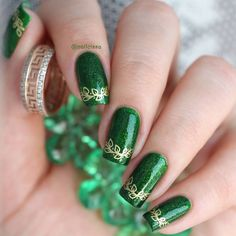 Adorn your nails with flower crowns, daisy chains, and laurel leaf wreaths with BMC's Flower Child nail stamping plate. Green Nail Designs, Simple Nail Designs, Green Nail Art, Green Nails, Best Acrylic Nails, Acrylic Nail Designs, Holiday Nails, Christmas Nails, St Patricks Nail Designs