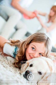 Holčička mazlící se s labradorem Little girl cuddling with her dog Girls Cuddling, Dog Lovers, Little Girls, Celebrity, Dogs, Fun, Animals, Toddler Girls, Animales