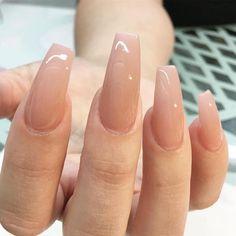ongles cercueil longs vernis en coleur nude discrète #nails #art