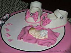 Scarpette e neonato